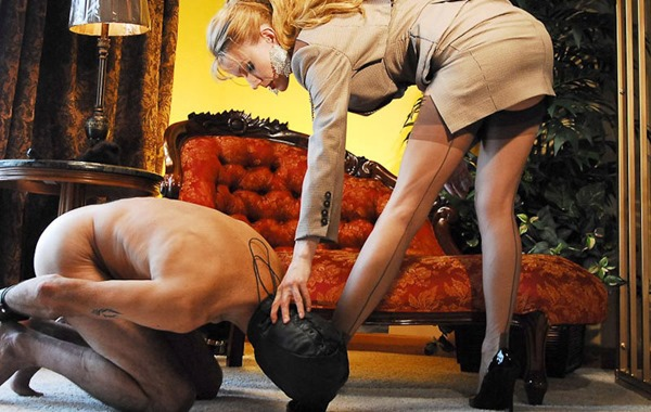 karin-and-her-submissive-slave